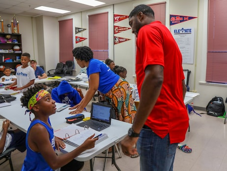 Photos: E'Twaun Moore visits Elevate New Orleans