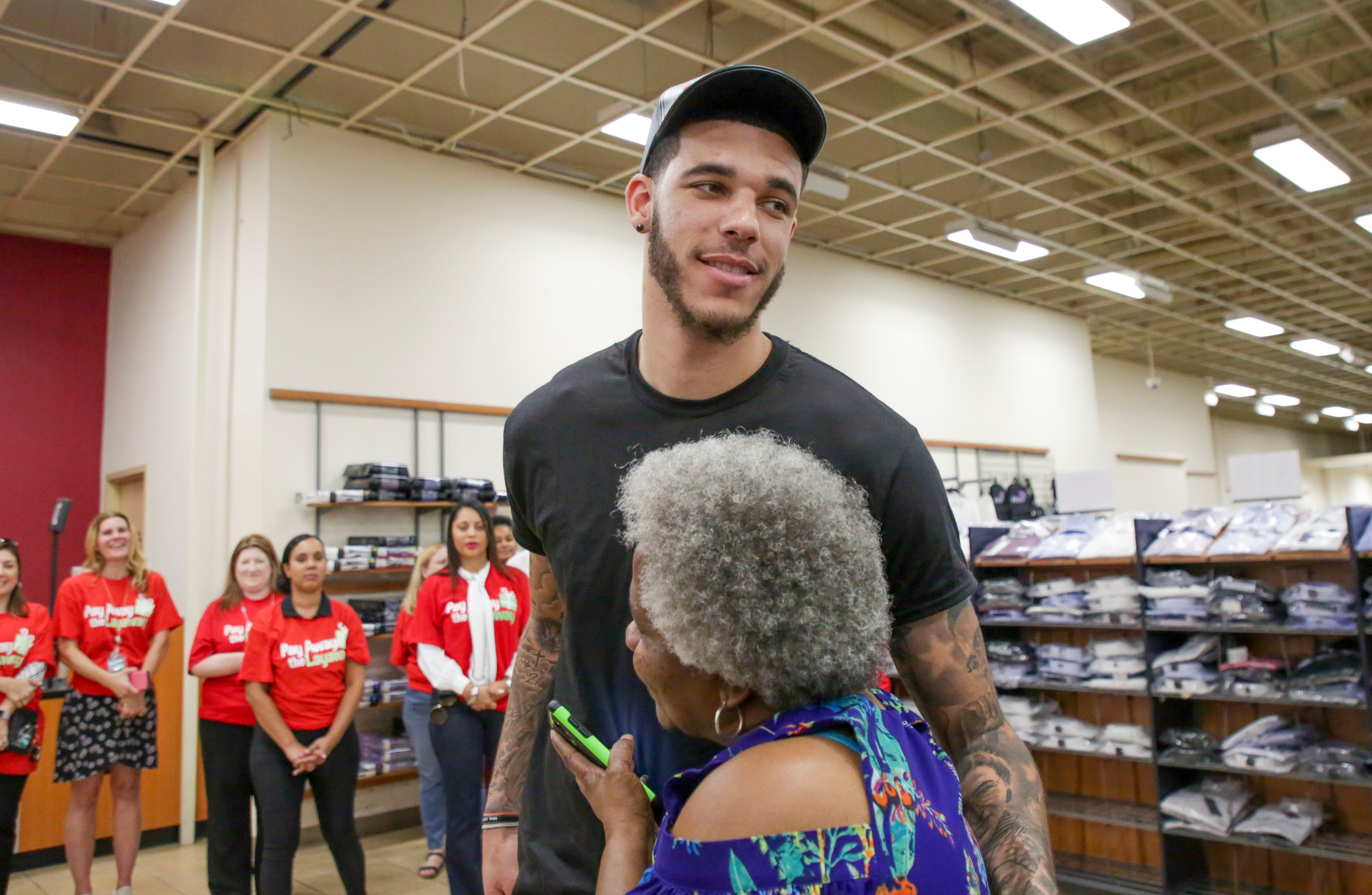 best service 41602 deff4 Lonzo Ball surprises families by helping to cover the cost ...