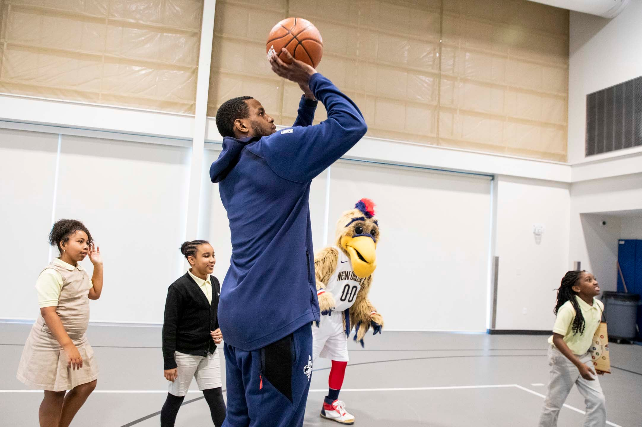 """Darius Miller surprises students for Math Hoops Class """"Take-Over"""" presented by Chevron"""