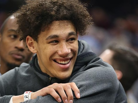 Jaxson Hayes and Krispy Krunchy Chicken team up to donate meals to frontline workers