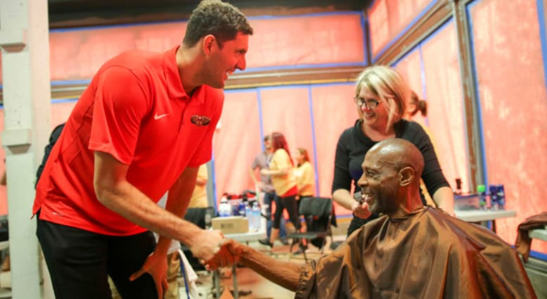 Nikola Mirotic hosts dinner and shaving event for guests at New Orleans Mission
