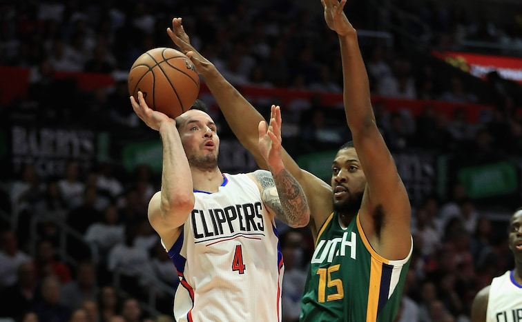 JJ Redick takes a mid-range shot over Derrick Favors during a Clippers-Jazz game