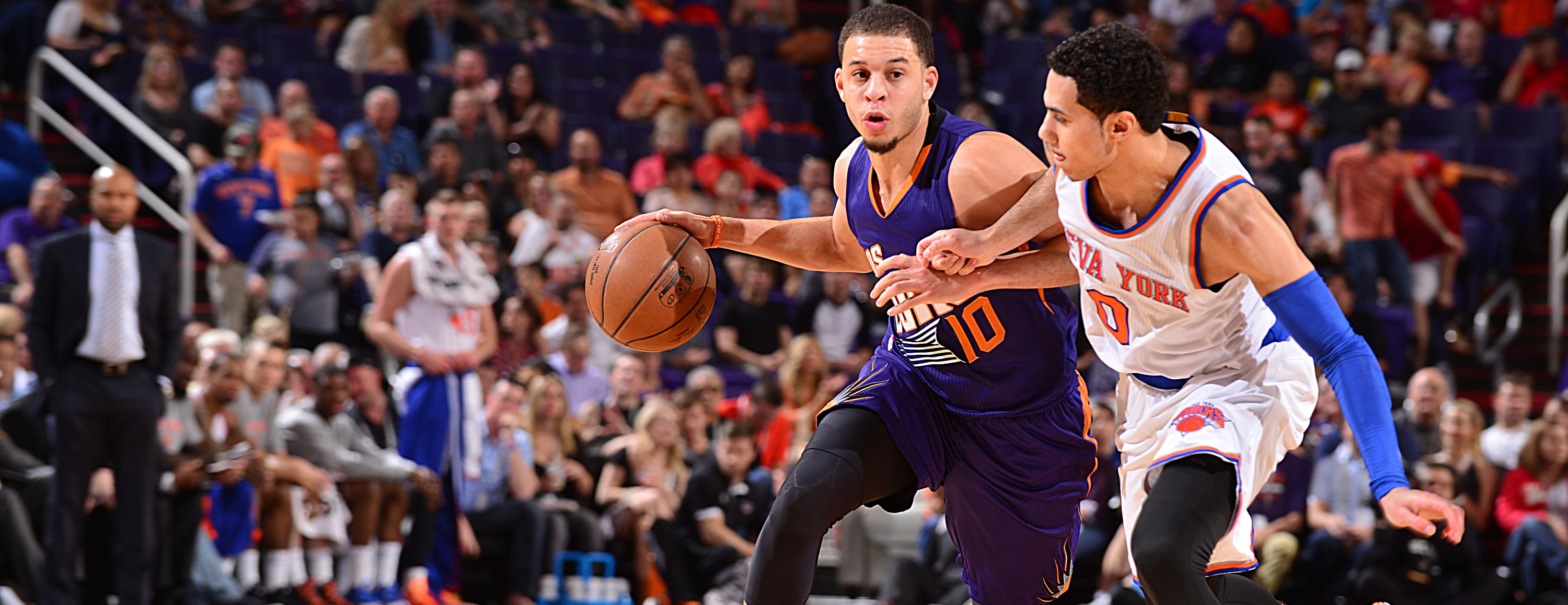 Seth Curry and Mychel Thompson sonning dudes in the D