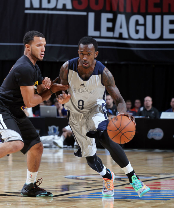 Russ Smith Leads Vegas in Assists