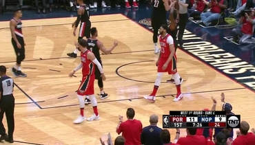 Game 4 Top Plays: Davis, Holiday