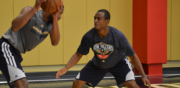 Pelicans player development coach Jamelle McMillan coaches James Southerland
