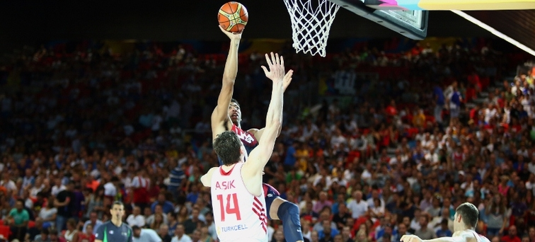 USA's Anthony Davis lofts a shot over Turkey's Omer Asik, his new Pelicans teammate