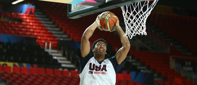 Anthony Davis dunks during a Team USA practice in Spain this week