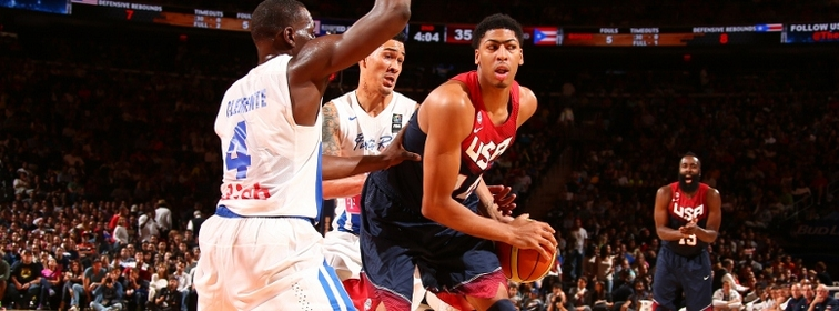 Anthony Davis gets double-teamed by Puerto Rico