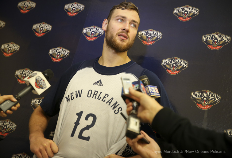 Donatas Montiejunas signs with the Pelicans