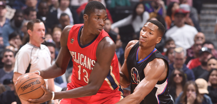 Cheick Diallo protects the ball against Clippers defender Wesley Johnson