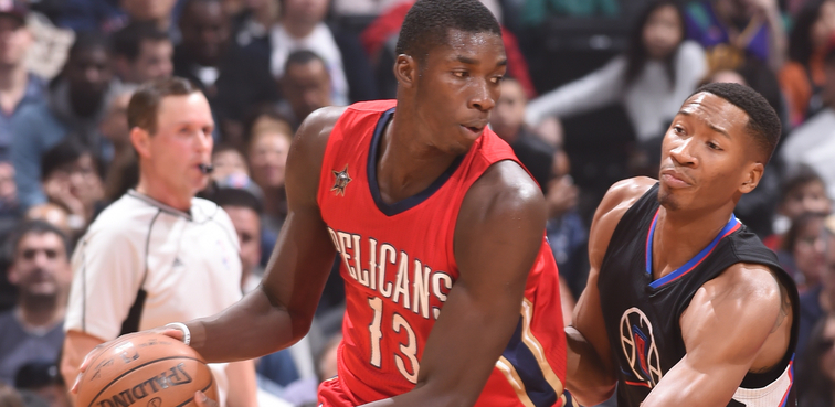 Cheick Diallo posts up against Wesley Johnson
