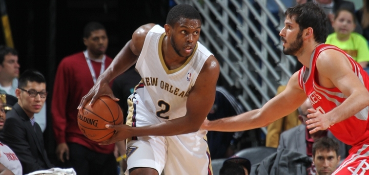 Darius Miller eyes the Houston defense during a 2013-14 divisional matchup