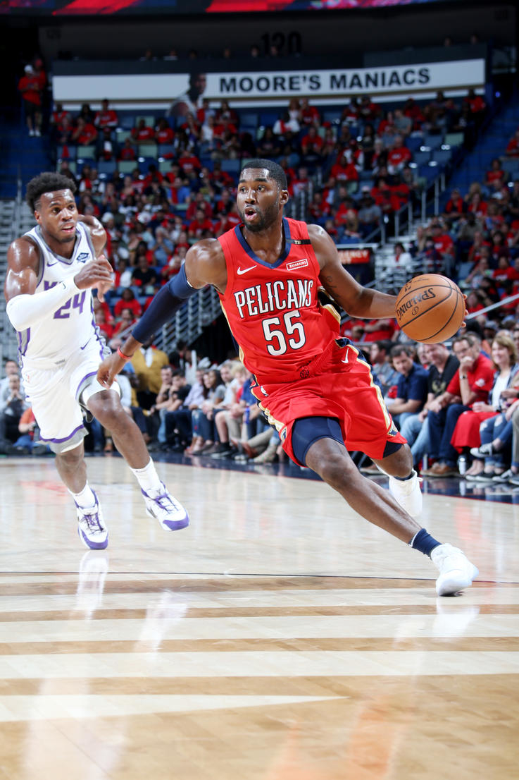 Top 15 E'Twaun Moore Photos from the Pelicans 2018-19 Season