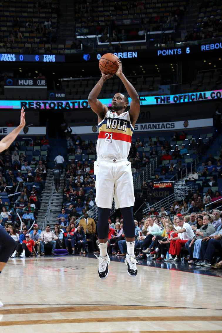 Top 15 Darius Miller Photos from the Pelicans 2018-19 Season