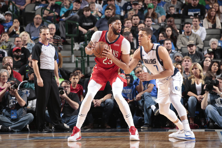 Pelicans star Anthony Davis leaves game with ankle injury