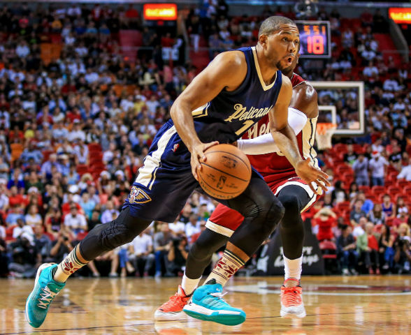 Action photos of Eric Gordon during 2015-16 season.