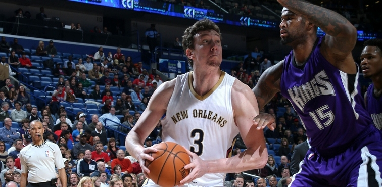 Omer Asik looks for space under the rim against DeMarcus Cousins