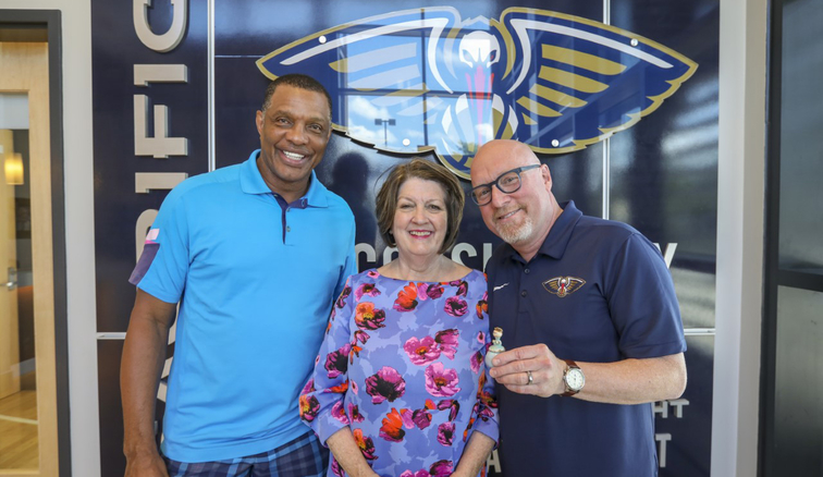 (left to right) Alvin Gentry, Connie Halphen and David Griffin pose with the good-luck charm that won the '19 lottery