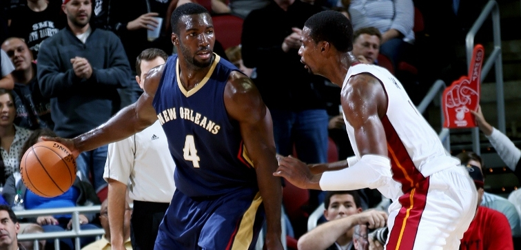 Pelicans rookie Patric Young posts up against Heat forward Chris Bosh