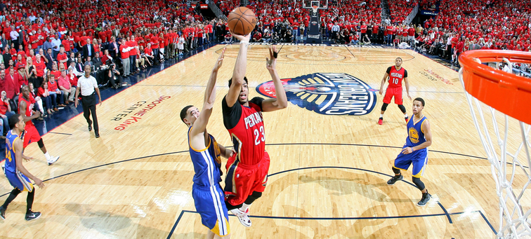 Anthony Davis leans in for a mid-range shot vs. Golden State during the playoffs