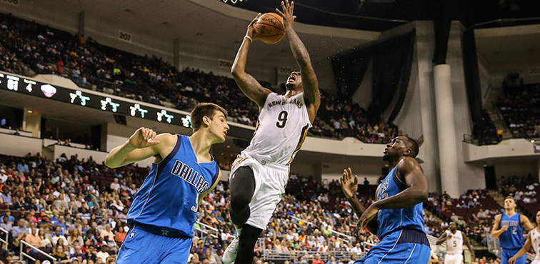 Pelicans forward Terrence Jones takes it to the basket vs. Dallas