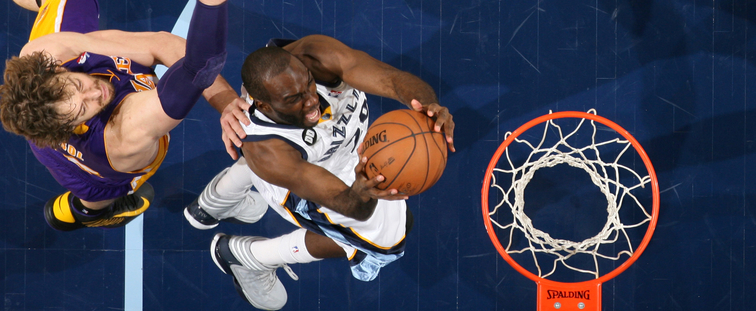 Quincy Pondexter shoots a layup past Lakers defender Pau Gasol last season