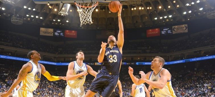 Ryan Anderson drops in a layup at Golden State during a December game last season