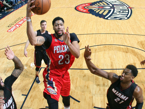 Anthony Davis rises between Miami defenders for a shot