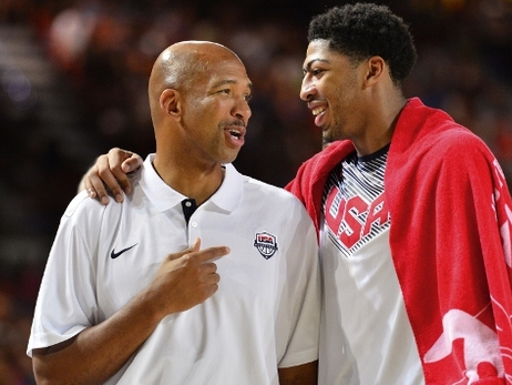 Monty Williams and Anthony Davis converse during a USA Basketball game in Spain