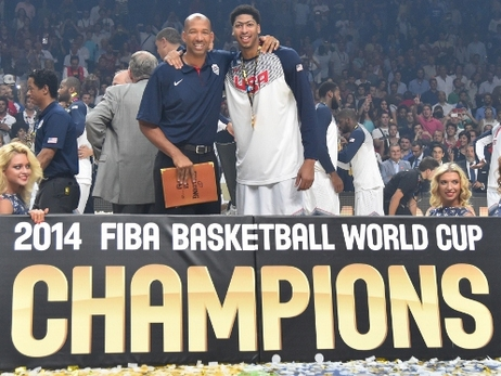 Monty Williams and Anthony Davis after USA Basketball won gold in Spain