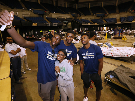 Pelicans Visit Baton Rouge Flood Relief Shelter