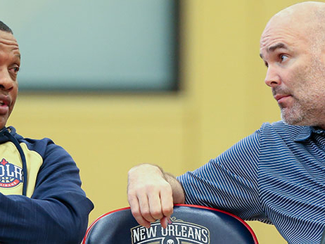 Alvin Gentry (left) talks with Danny Ferry during a Pelicans draft workout