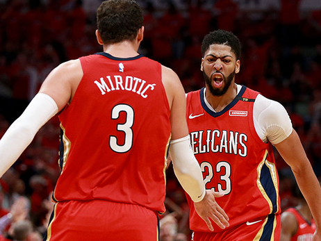 Nikola Mirotic and Anthony Davis shake hands during a Game 3 playoff win vs. Portland