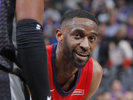 Top 35 Ian Clark Photos from the Pelicans 2017-18 Season