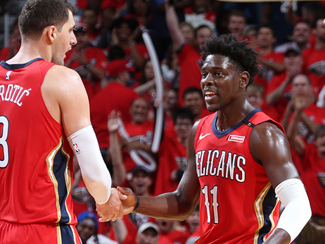 Jrue Holiday and Nikola Mirotic congratulate each other at the end of Game 4