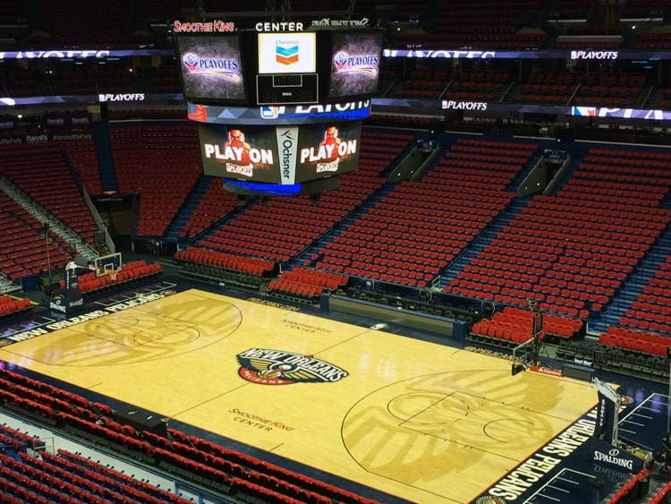 Painting The Smoothie King Center Red New Orleans Pelicans