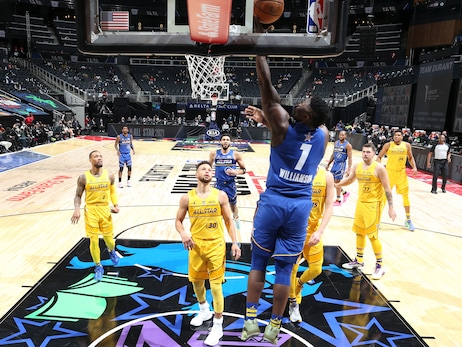 Zion Williamson shoots a layup in Sunday's All-Star Game