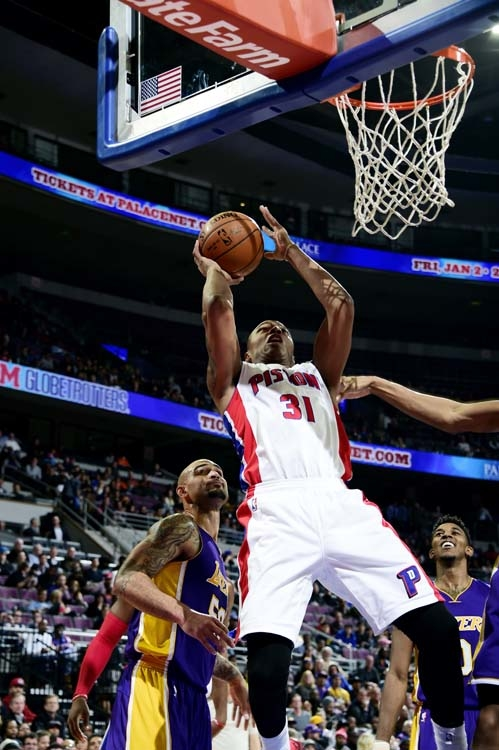 Lakers 106, Pistons 96