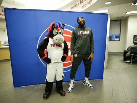 Andre Drummond Meets Fans at Flagstar Bank