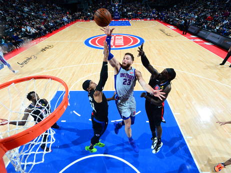 Pistons 101, Clippers 111