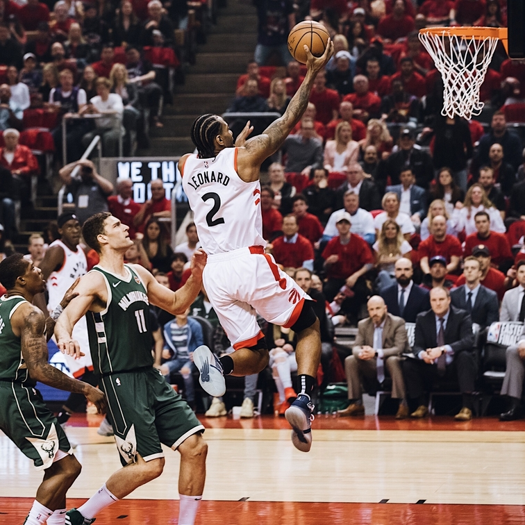 Raptors cruise past Bucks to even series at 2-2