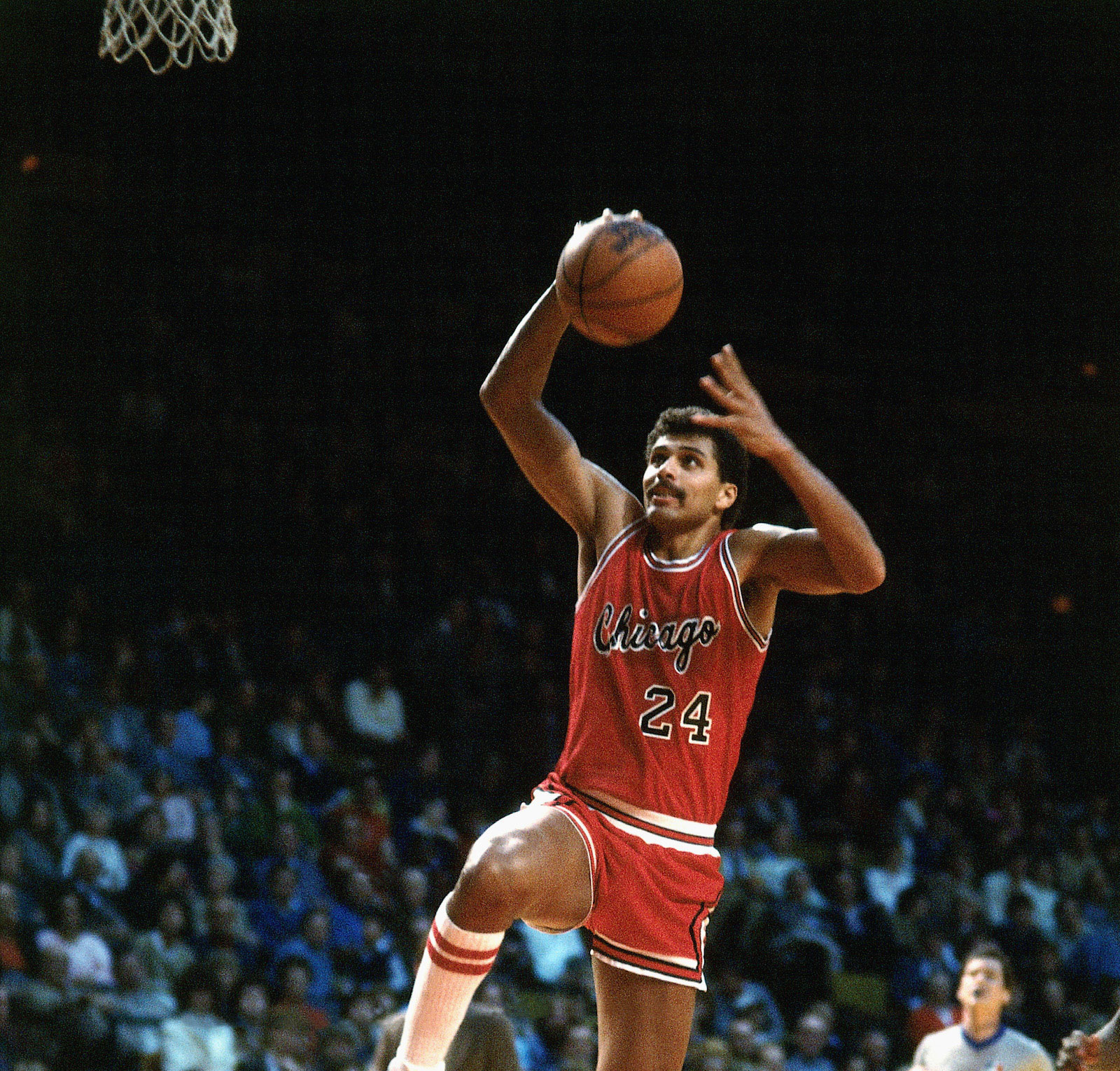 Reggie Theus #24 of the Chicago Bulls drives to the basket against the Atlanta Hawks during an NBA game in 1980 at the Omni in Atlanta, Georgia.