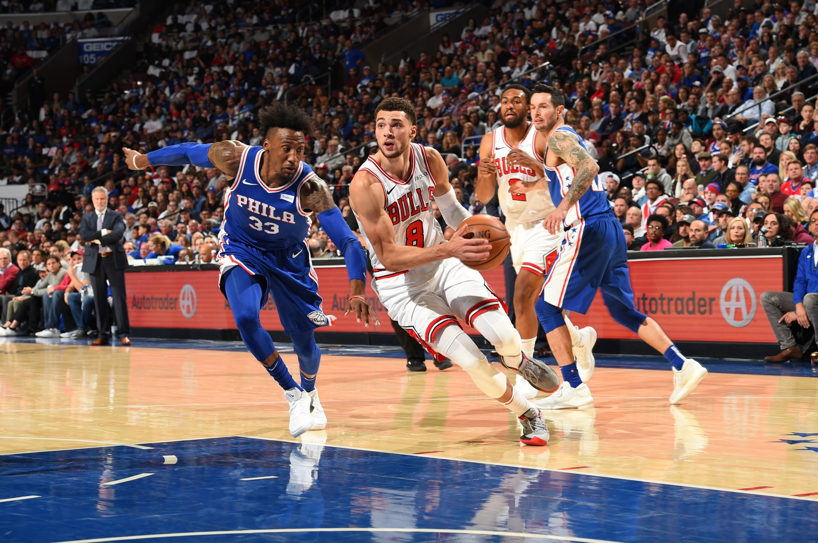 Zach LaVine dribble drive with the ball in the season opener against the Philadelphia 76ers, October 18, 2018