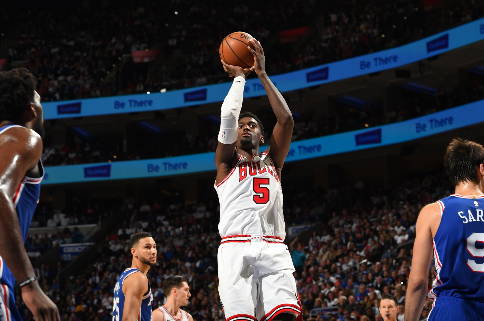 Bobby Portis shooting the ball in the Bulls' season opener against the Philadelphia 76ers, October 18, 2018