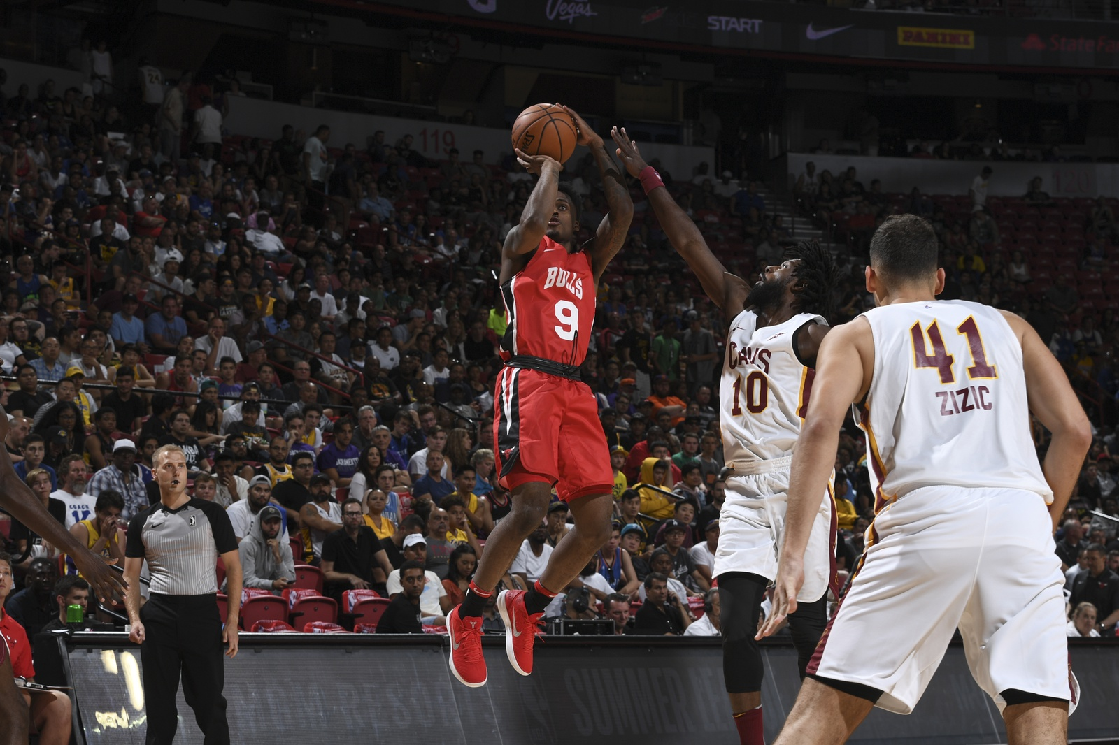 Blakney shoots against the Cleveland Cavaliers during the 2018 Las Vegas Summer League