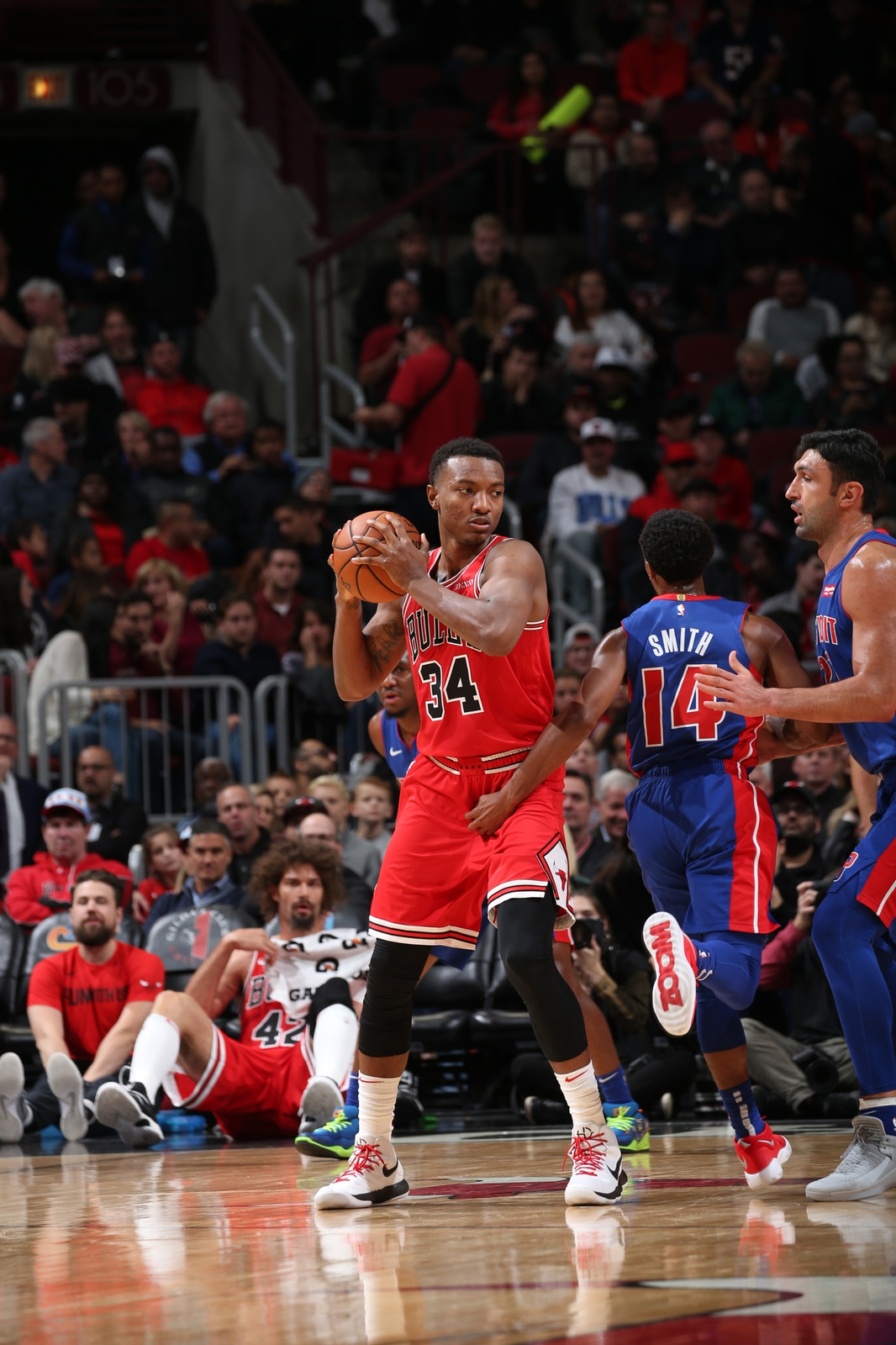 Wendell Cater Jr. of the Chicago Bulls handles the ball in a game against the Detroit Pistons.