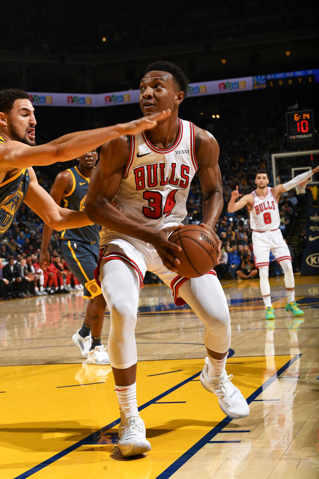 Wendell Carter Jr. #34 of the Chicago Bulls handles the ball against the Golden State Warrioris on January 11, 2019 at ORACLE Arena in Oakland, California.