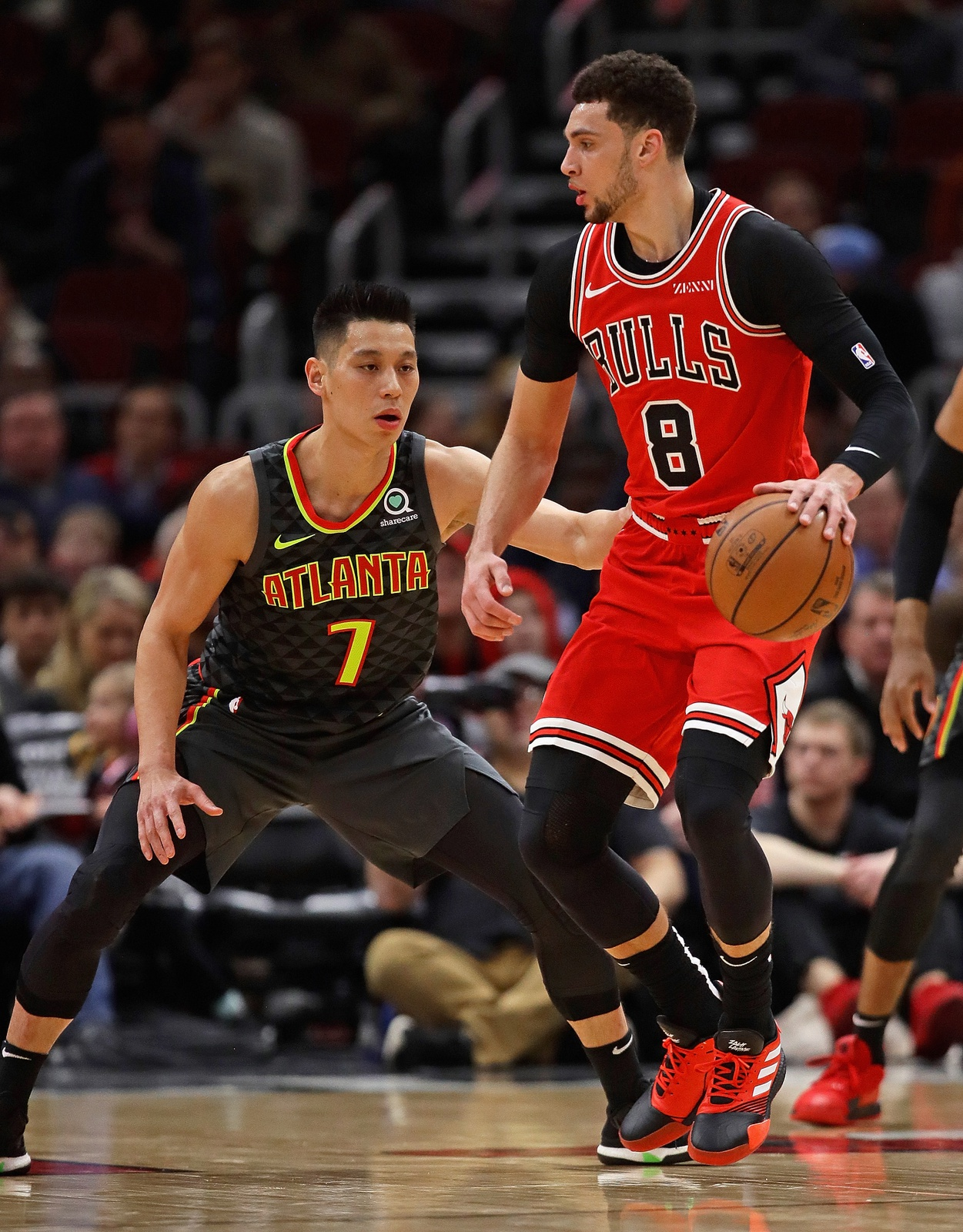 Zach LaVine #8 of the Chicago Bulls moves against Jeremy Lin #7 of the Atlanta Hawks at the United Center on January 23, 2019 in Chicago, Illinois