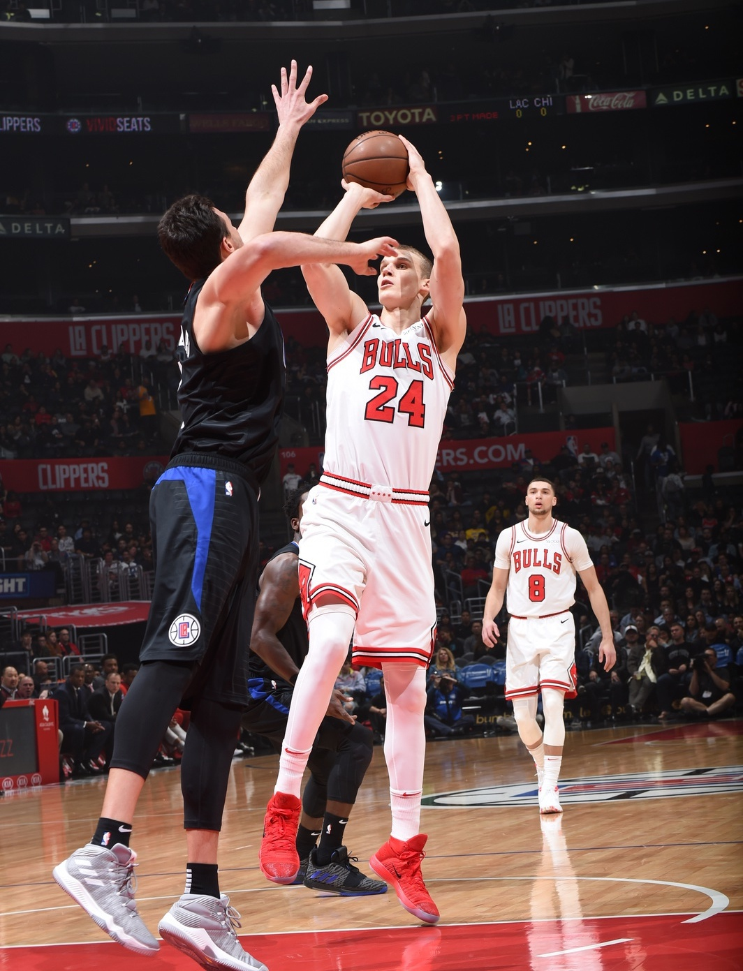 Markkanen shoots the ball